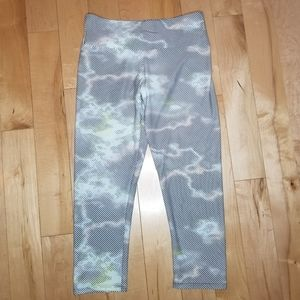 Onzie cropped workout leggings size S/M